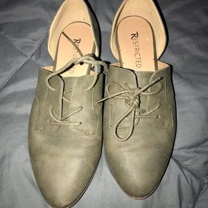 Shoes - Green laced flats